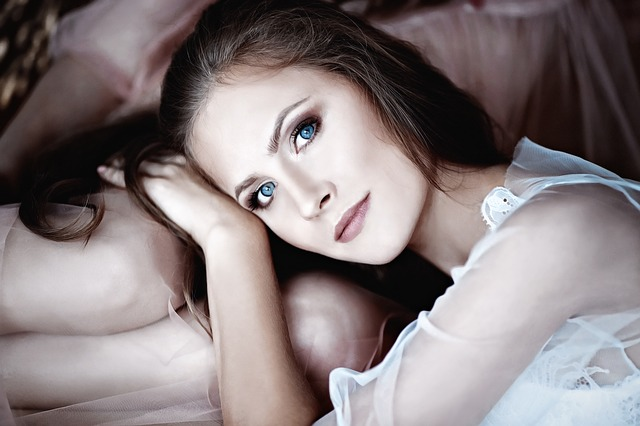 modrooká dívka