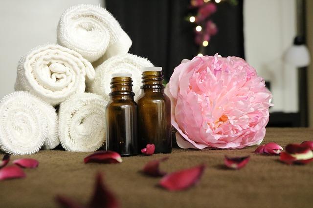 Aromaterapia, masáž, masážne prostriedky, uteráky, masážne oleje.jpg