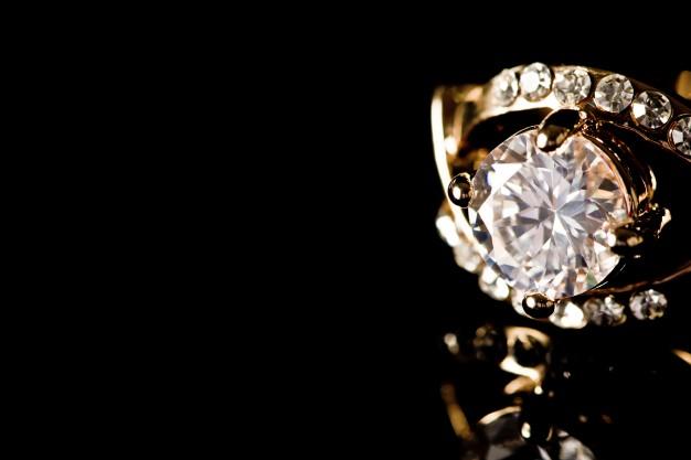render-diamond-crown-expensive-grind_1232-3549