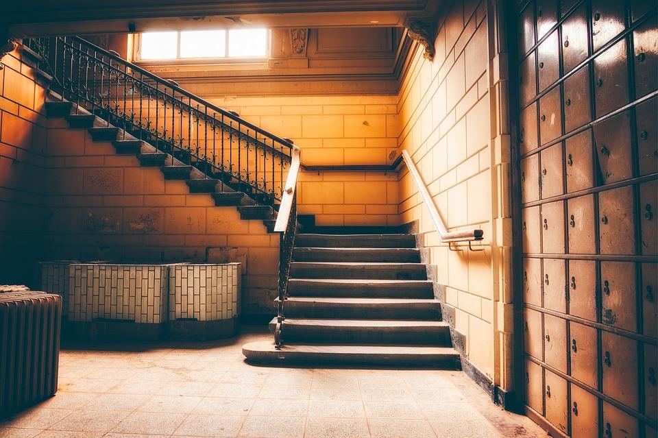 schodisko v miestnosti